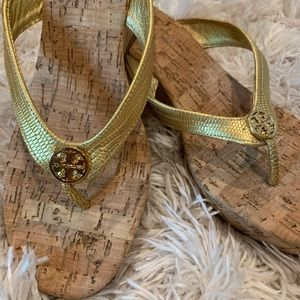 Tory Burch Gold Thora Thong Wedge Sz 8.5